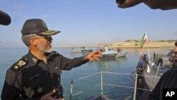伊朗最高海军官员海军上将萨亚里12月28号在霍尔木兹海峡附近