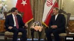 Премьер-министр Турции Ахмет Давутоглу и вице-президент Ирана Эсхак Джахангири