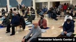 ورسیسٹر اسلامک سینٹر نوجوانوں کے لیے تعلیمی پروگرام بھی براہِ راست نشر کر رہا ہے۔