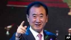 លោក Wang Jianlin ប្រធានក្រុមហ៊ុន Wanda Group ថ្លែងក្នុងពិធីចុះហត្ថលេខាសម្រាប់ភាពជាដៃគូយុទ្ធសាស្រ្ត ក្នុងក្រុងប៉េកាំង កាលពីថ្ងៃទី១៦ ខែមិថុនា ឆ្នាំ២០១៦។