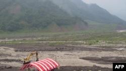 小林村遗址旁佛教团体搭建帐篷办法会