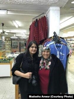 عبدالقادر کی اہلیہ فاطمہ کے ساتھ شاپنگ کرتے ہوئے