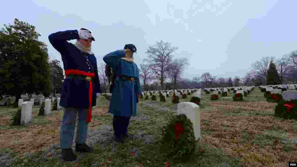 Волонтеры в форме солдат Гражданской войны