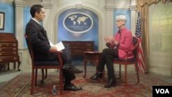 Siamak Dehghanpour del servicio persa de la Voz de América entrevista a la secretaria de Estado adjunta para Asuntos Políticos, Wendy Sherman.