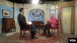 Thứ trưởng Ngoại giao Mỹ Wendy Sherman với ban tiếng Ba Tư của đài VOA hôm thứ Sáu.