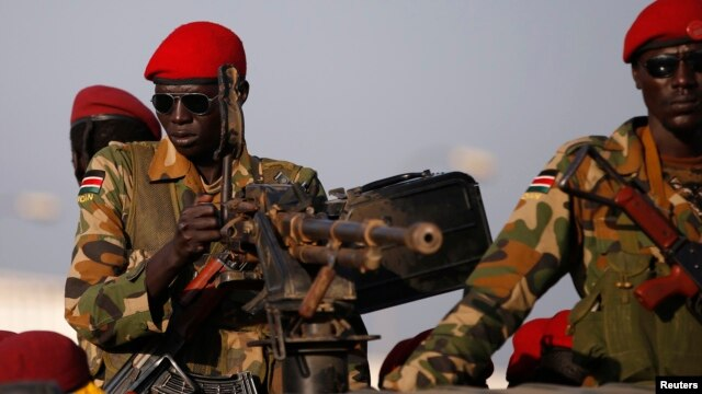 SPLA soldiers stand in a vehicle in Juba December 20, 2013. Talks between South Sudan's President Salva Kiir and African mediators trying to broker a peace deal after six days of clashes between rival army factions are progressing well, Ethiopia's foreign