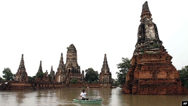 Flooded Wat Chai Chaiwattanaram temple in Ayutthaya province, central Thailand, October 4, 2011.