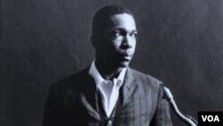 Pemain saksofon legendaris AS, John William Coltrane yang meninggal dalam usia 40 tahun (1926-1967).