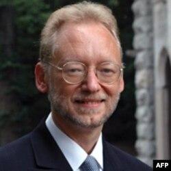 Giám đốc Trung tâm Dân chủ Lập Hiến thuộc Đại học Indiana, David Williams