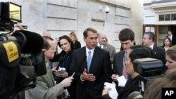 Le député républicain John Boehner de l'Ohio (au milieu) espère devenir président de la Chambre en cas de victoire des républicains en novembre.