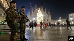 Площадь у кафедрального собора в Милане