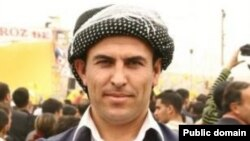 Faysal Sariyildiz bi cilên Kurdî xuya dibe