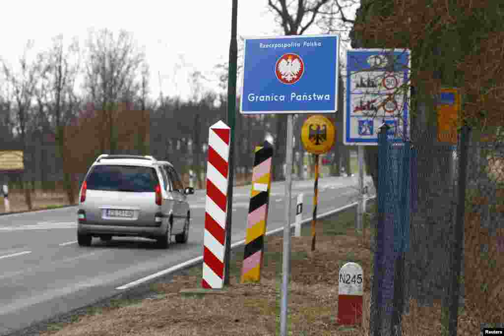 A border crossing between Poland and Germany near the village of Rosow, April 6, 2013