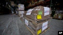 미국 민간 구호단체 아메리케어스의 코네티컷주 스탬포드 창고에 지원용 의약품이 쌓여있다. (자료사진)