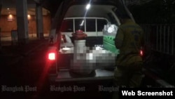 The bodies of the two illegal migrants inside the truck that took them to Chulalongkorn Memorial Hospital for a post-mortem examination, after ther were found dead in a cell at the Immigration Bureau in Bangkok early on Wednesday morning. (Screenshot from bangkokpost.com)