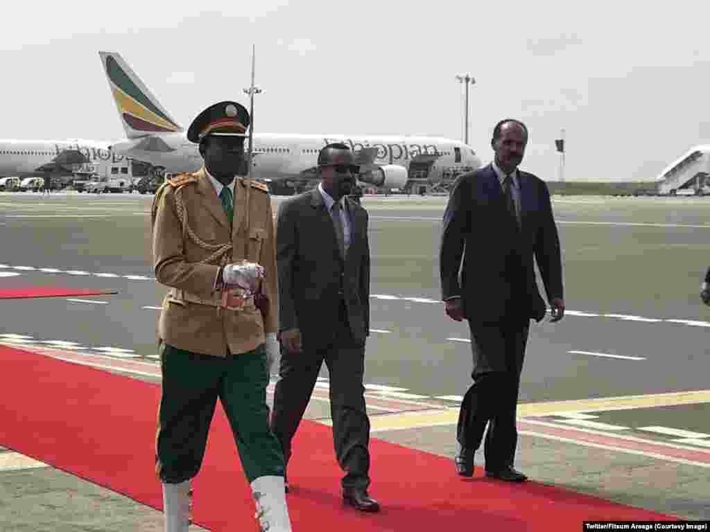 Waziri Mkuu wa Ethiopia akiwa na mgeni wake Rais wa Eritrea