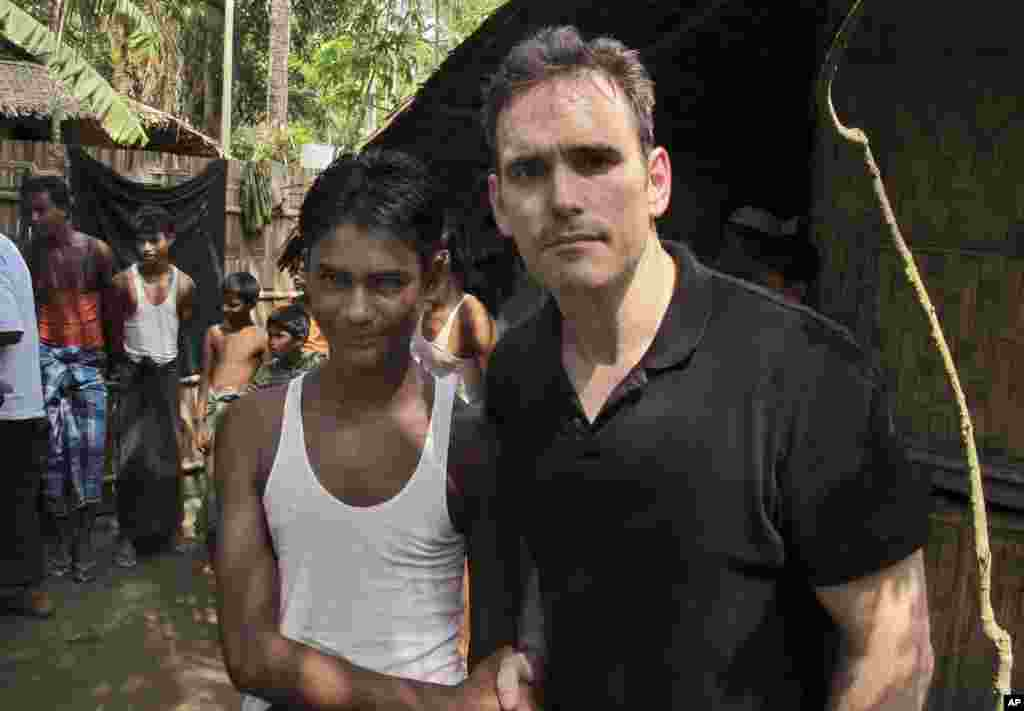 American actor Matt Dillon shakes hands with Noor Alam, a 17-year old Rohingya survivor of human-trafficking at Thetkabyin village, north of Sittwe in the western state of Rakhine, Myanmar, May 29, 2015.