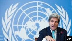 존 케리 미 국무장관이 2일 스위스 제네바에서 열린 유엔 인권이사회에서 연설한 후 기자회견을 가지고 있다.