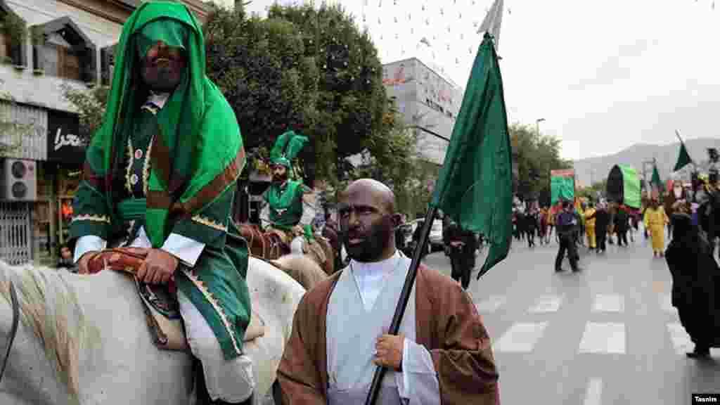آیین نمادین کاروان حسینی در مشهد به مناسبت ماه محرم. عکس: محمدحسین طاقی