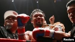 Reaksi Manny Pacquiao saat memenangkan gelar juara kelas welter WBA melawan petinju Argentina, Lucas Matthysse, 15 Juli 2018, di Kuala Lumpur, Malaysia.