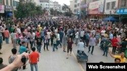 4月12日,化州市丽岗镇村民游行示威(网络图片)