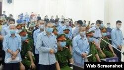 Các bị cáo trong vụ án Đồng tâm tại phiên tòa ở Hà Nội. Photo Nhan Dan.