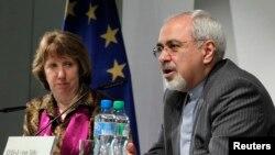 이란의 무함마드 자바드 자리프 외무장관(오른쪽)과 캐서린 애슈턴 유럽연합 외교안보고위대표가 지난 10일 스위스 제네바에서 열린 기자회견에서 발언하고 있다.