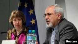 伊朗外长扎里夫与欧盟外交事务负责人(2013年10月11日资料照片)