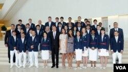 Prezident Əliyev olimpiadaçılarla