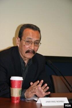 藏人作家嘉央諾布 (美國之音鍾辰芳拍攝)