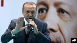 레제프 타이이프 에르도안 터키 대통령이 28일 앙카라에서 열린 집권당 모임에서 연설하고 있다.