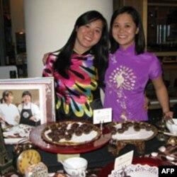 Susan Liễu (bên trái) không chỉ là một doanh nhân trẻ mà còn là một người rất tích cực tham gia các hoạt động giúp đỡ cộng đồng.