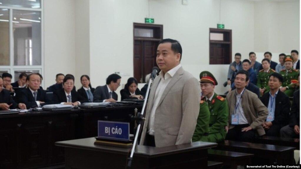 Cựu thượng tá an ninh Phan Văn Anh Vũ, còn được gọi là Vũ 'nhôm', tại phiên tòa xét xử hôm 7/1/2020 ở Đà Nẵng. (Ảnh chụp màn hình Tuổi Trẻ Onlone)