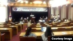 12일 한국 국회의사당 소회의실에서 탈북대학생과 한국대학생이 함께하는 통일미래 모의국회를 열었다.