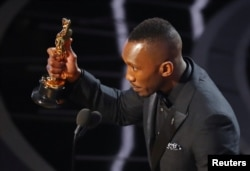 Best Supporting Actor winner Mahershala Ali at the 89th Academy Awards ceremony in Los Angeles, Feb. 26, 2017.