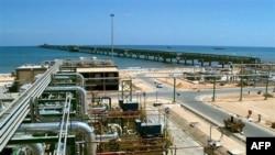 Một cơ sở dầu của công ty Eni trên bờ biển Mellitah, Libya