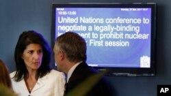 La embajadora de EE.UU. ante las Naciones Unidas, Nikki Haley, habló en la sede la ONU en Nueva York, el lunes, 27 de marzo, de 2017.