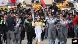 La flamme olympique arrive à Pyeongchang, Corée du Sud, 1er novrmber 2017.