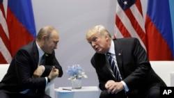 美国总统川普与俄罗斯总统普京在德国汉堡会晤。(2017年7月7日)