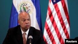 El secretario de Seguridad Nacional, Jeh Johnson, dijo estar muy impresionado con el trabajo que está realizando el Gobierno de El Salvador para atender a los deportados.