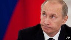 Tổng thống Nga Vladimir Putin nhắc nhở Ukraina rằng họ còn nợ những ngân hàng của Nga 30 tỉ đô la
