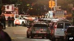 حملے کے بعد پولیس نے جائے واقعہ کو ٹریفک اور راہ گیروں کے لیے بند کردیا ہے