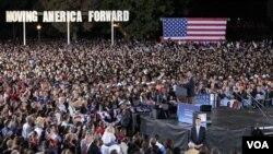 Presiden Barack Obama dalam salah satu pidato kampanyenya untuk mendukung anggota DPR AS dari Partai Demokrat.