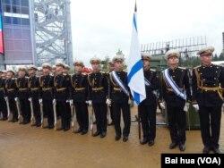 6月份莫斯科武器展中的俄罗斯海军仪仗队 (美国之音白桦拍摄)