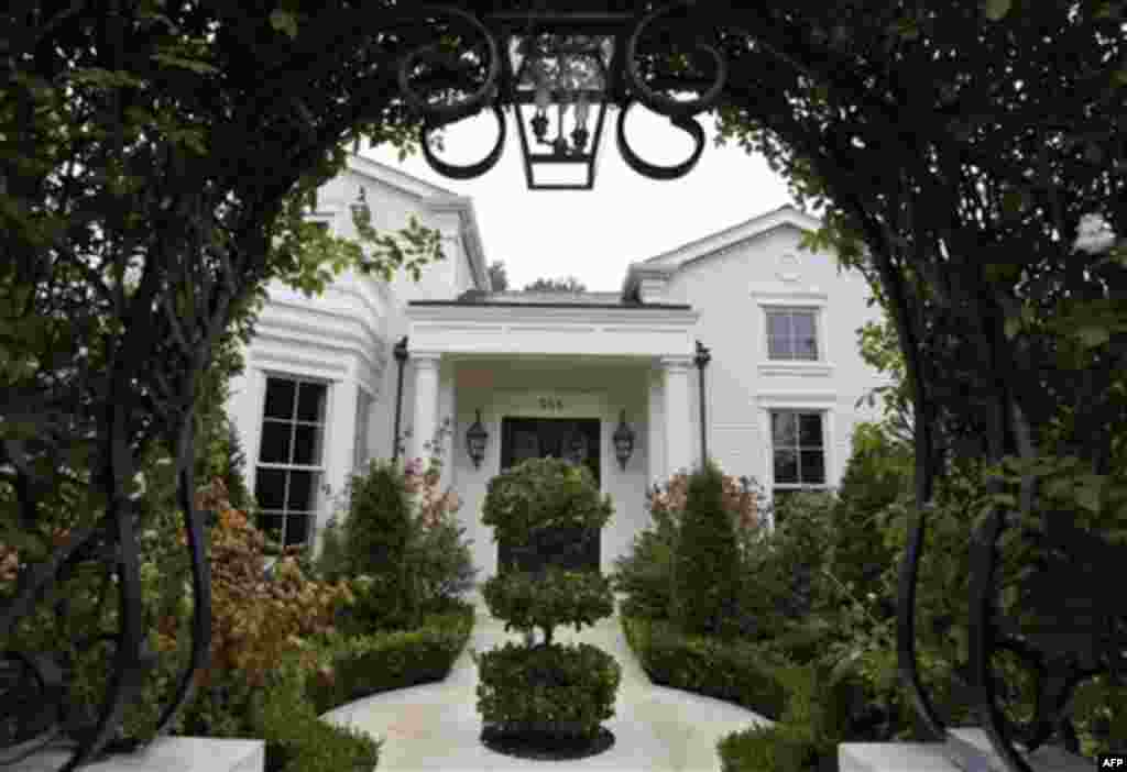 In this Nov. 18, 2011 photo, a $4 million home is shown in Los Altos, Calif. Realtors say they are now more confident that they can sell very expensive homes. As restrictions on selling stock are lifted at a handful of sizzling startups, early investors a