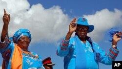 Xuất thân là một nhà kinh tế học, ông Mutharika từng phục vụ ở Ngân hàng Thế giới và được xem là người có công cải thiện an ninh lương thực của Malawi.