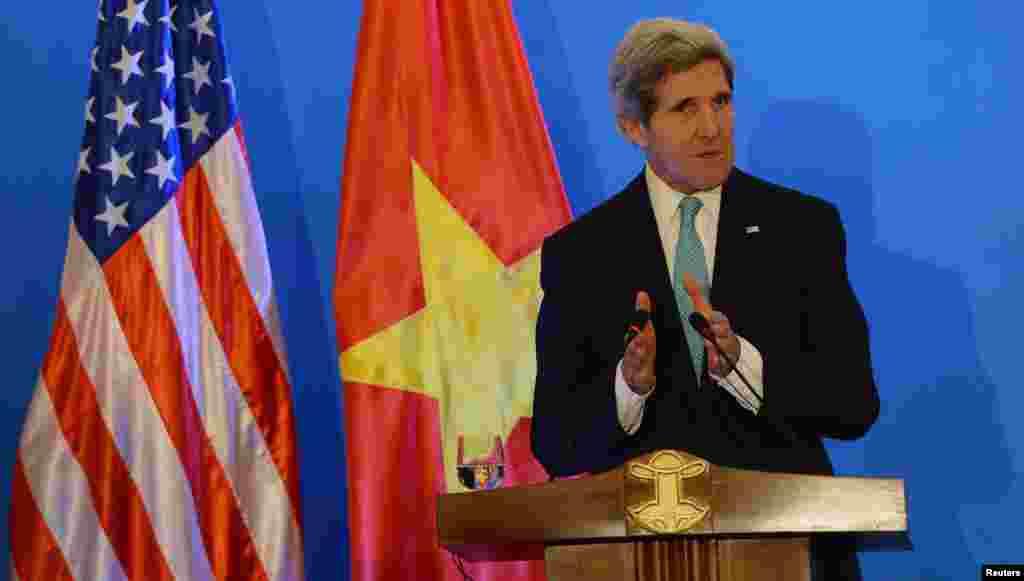 베트남을 방문 중인 존 케리 미국 국무장관이 16일 공동 기자회견에서 발언하고 있다.