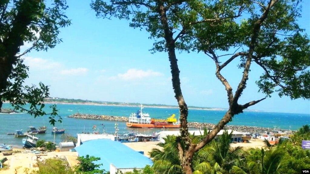 斯里蘭卡漢巴托塔港。 2017年12月9日,斯里蘭卡政府正式將漢班托塔港移交中國。 (美國之音朱諾拍攝,2016年1月3日)