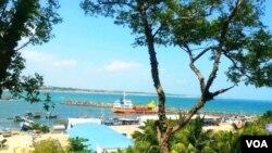 斯里兰卡汉巴托塔港。2017年12月9日,斯里兰卡政府正式将汉班托塔港移交中国。(美国之音朱诺拍摄,2016年1月3日)