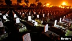 Một nghĩa trang quân đội gần biên giới Việt - Lào, nơi có 11 ngàn ngôi mộ của lính Bắc Việt. Hình minh họa.
